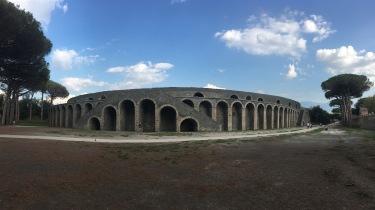 pompeii colleseum